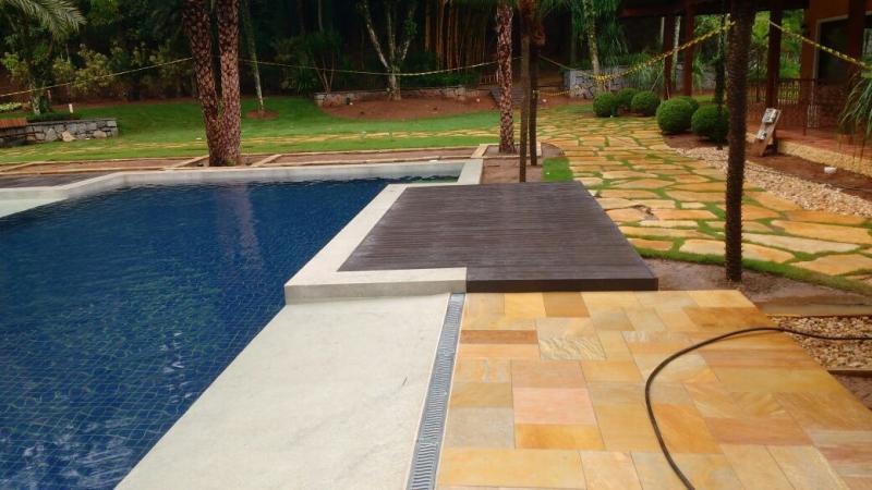 Deck de pl stico para piscina rewood for Plasticos de piscinas