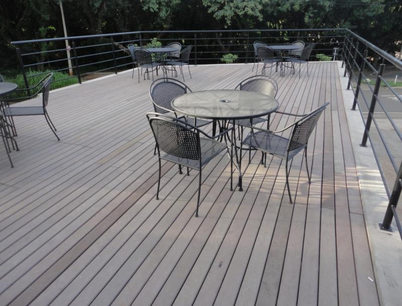 Mesas de Madeiras Plásticas para Jardins na Ipiranga - Mesa de Madeira em Sp