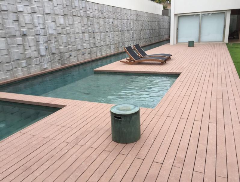 Deck de madeira ecol gica para piscina rewood for Piscinas plasticas redondas