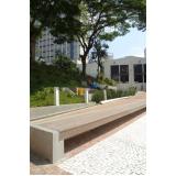 banco de jardim em madeira e ferro fundido na Vila Esperança