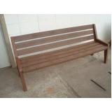 banco de madeira plástica de praça em Jandira