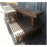 banco de madeira quadrado em Jaraguá