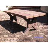 banco de madeira quadrado