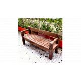 bancos de madeiras ecológicas na Vila Romana