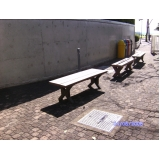 bancos de madeiras plásticas de praça na Sé