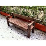 cadeira e mesa de madeira plástica Parque São Domingos