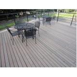 mesas e cadeiras de madeira plástica