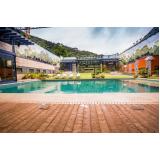 deck de madeira ecológica para piscina na Goiânia