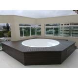 deck de madeira plástica para piscina Cambuci