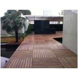 deck modular de madeira no Jockey Club