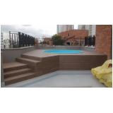 deck de madeira para piscina de plástico