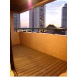 deck para varanda de apartamentos pequeno em São Domingos