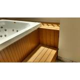 piso em deck de madeira