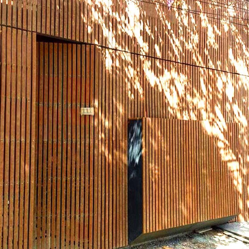 Fachada em madeira Rewood Cor Canyon linha Rustik com régua de 5cm