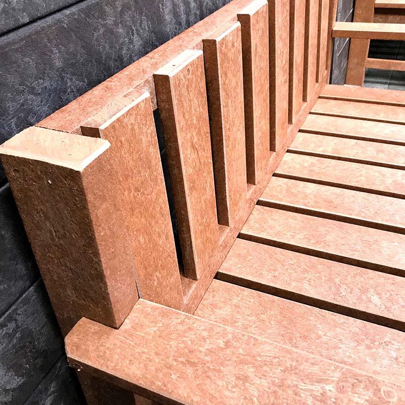 Banco em madeira plástica Rewood cor Canyon linha Finis