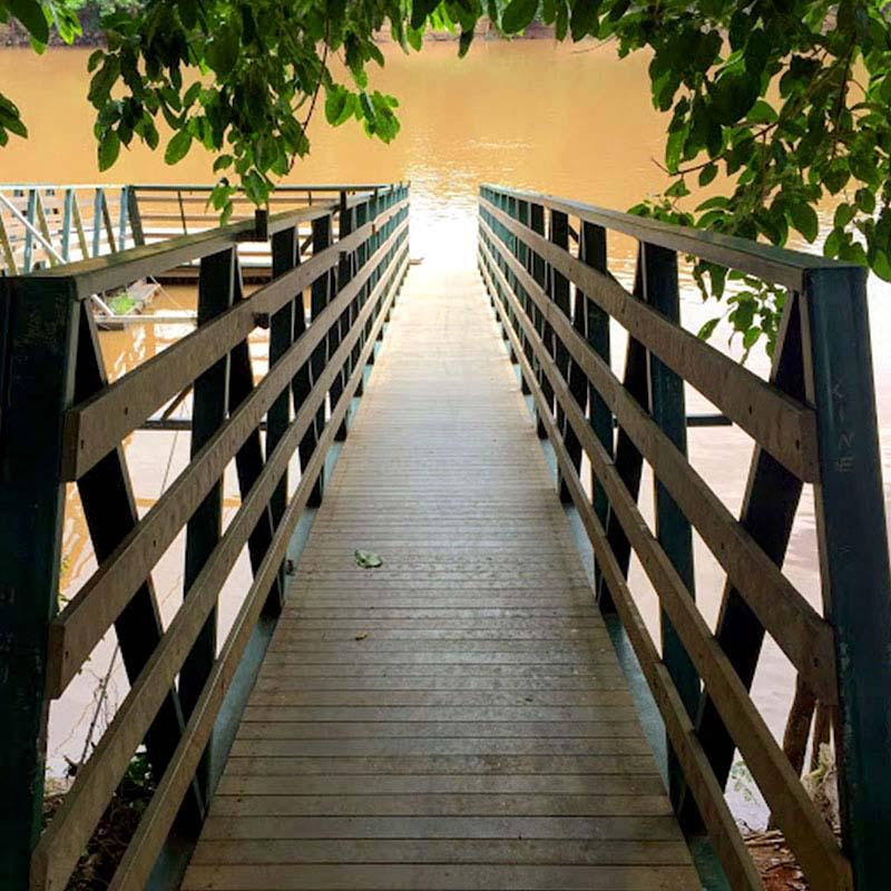 Pier em madeira plástica Rewood com estrutura metálica cor Canyon linha Rustik