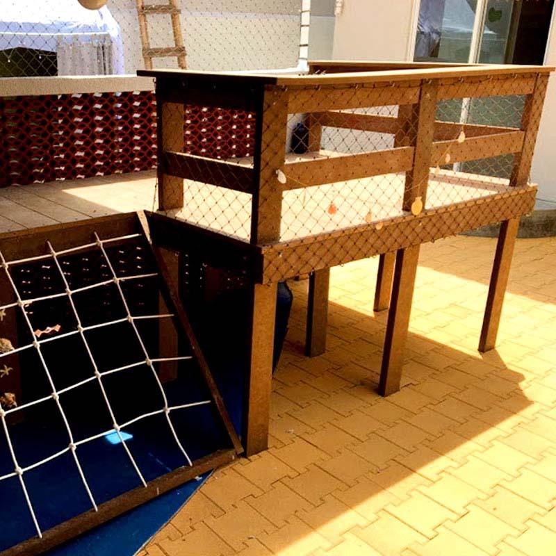 Deck elevado com guarda corpo em Madeira Plástica Rewood cor Canyon linha Rustik com réguas de 10cm